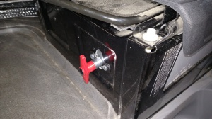 The manual switch the guys installed in place of the battery isolator.